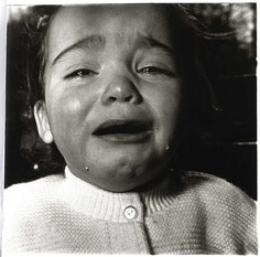 child crying_Arbus